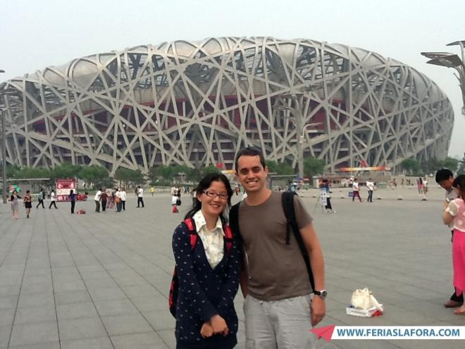 Birds Nest. Eu e minha guia em Beijing.
