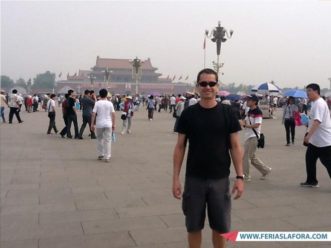 Tiananmen Square. Note a cor do céu.