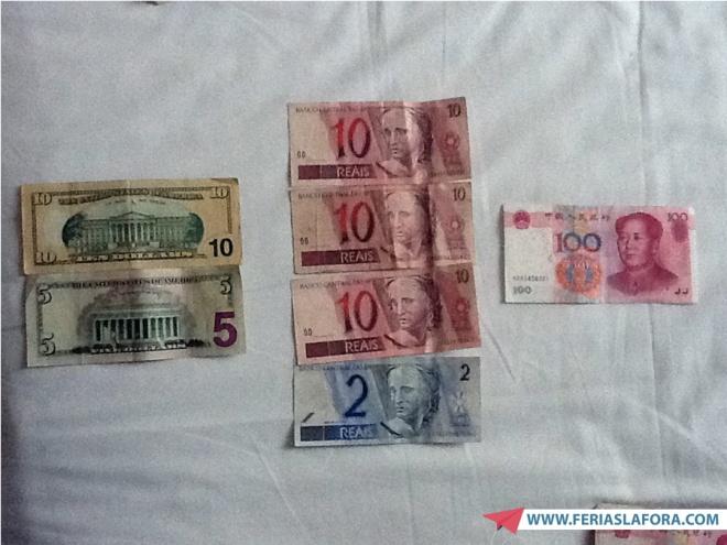 Comparação: 100 Yuan = 42 reais = 15 dólares (em maio de 2012)