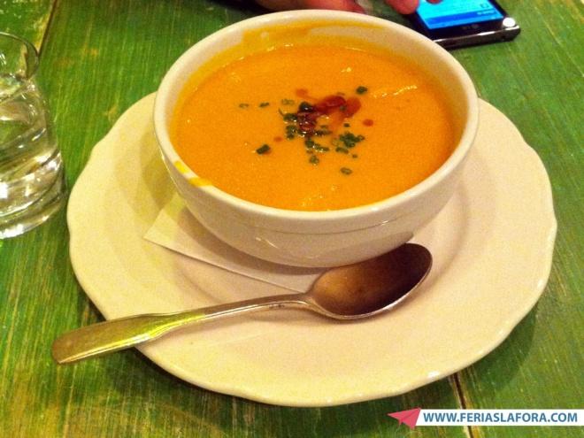Sopa de abóbora era a opção de sopa do dia. A melhor sopa que já tomei na vida. De lamber a tigela.