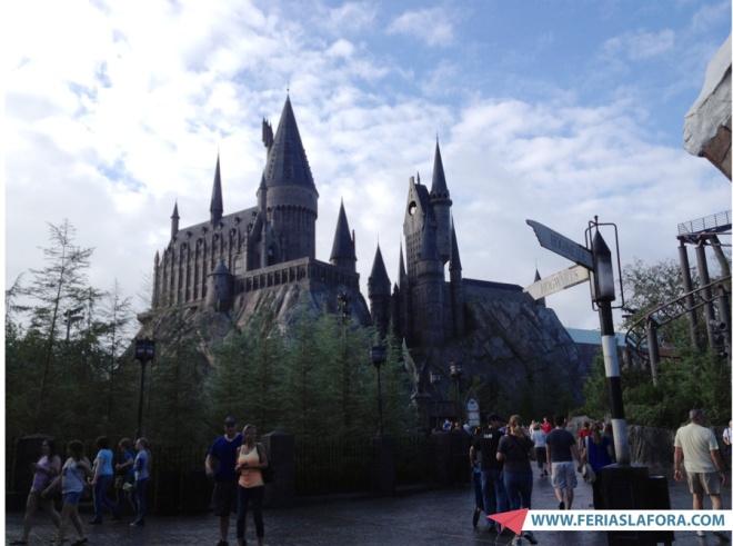 ... e vá direto para o castelo, onde fica a atração Harry Potter and The Forbidden Journey.