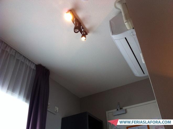 Ar condicionado e iluminação do quarto (achei mal iluminado)