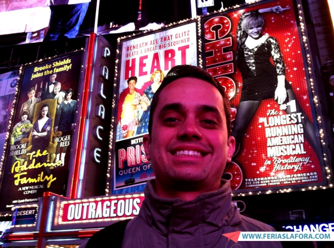 A Times Square de noite é simplesmente espetacular, e totalmente lotada.