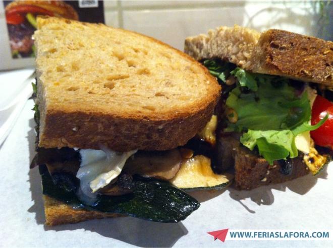 Comi no Lombardos o melhor sanduíche vegetariano da minha vida. Alto nível. SOBERBO. GOURMET.