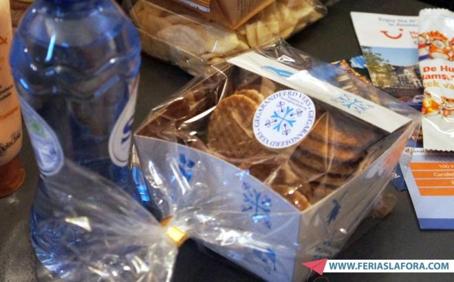 Stroopwaffles são totalmente viciantes para comer com café. Duas massas de waffles tostadas com recheio de caramelo no meio.