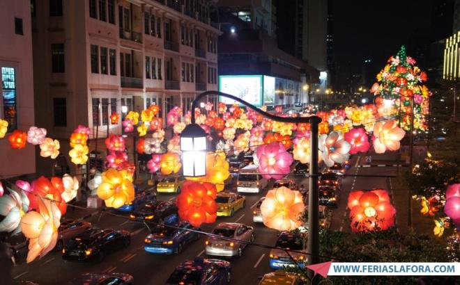 No Mid-Autumn Festival as ruas de Chinatown ficam lindamente enfeitadas com lanternas coloridas