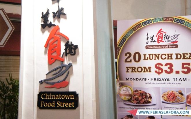 """Os preços das refeições na famosa """"Food Street"""" são super em conta, e a comida, além de muito autêntica, é de qualidade."""