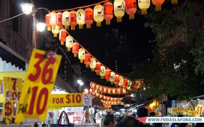 A Pagoda Street pode ser reconhecida pelas lâmpadas em zigue-zague