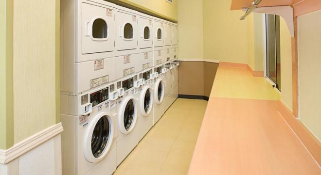 Como estávamos viajando há tempos, aproveitamos este hotel para lavarmos e secarmos as roupas sujas. Tudo muito prático. <3 USA
