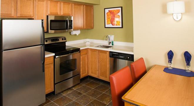 Na verdade a cozinha é mais completa que minha própria cozinha de casa rsrsrsrs... Não resisti e cozinhei nesse fogão sensacional, todo eletrônico <3