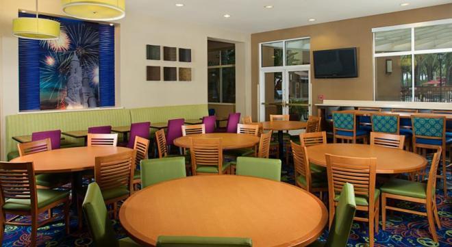 Mesas e mais mesas para as refeições. Nunca demoramos para encontrar lugar, porque mesmo estando lotado (Natal) o local tinha capacidade para muita gente, e funcionários super atenciosos.